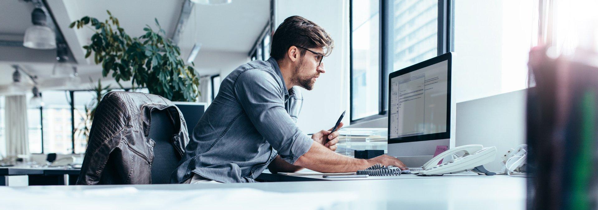 Online Technician Working